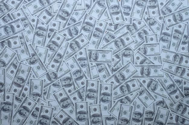 Groupe d'argent pile de billets de 100 dollars américains