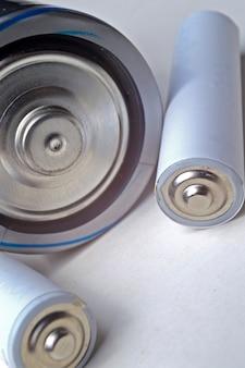 Groupe de batteries de différents types et tailles
