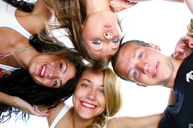 Groupe de beaux adolescents
