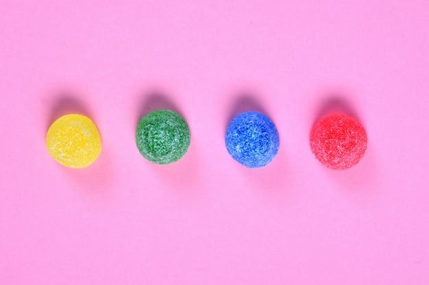 Groupe de bonbons à la gelée rose