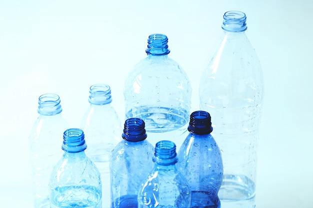 Groupe de bouteilles en plastique
