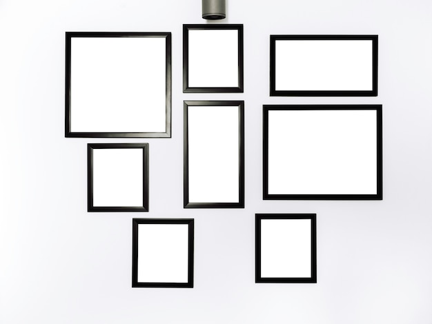 Groupe de cadres photo de maquette. image carrée blanche avec maquette de cadre noir accrochée au fond du mur blanc.