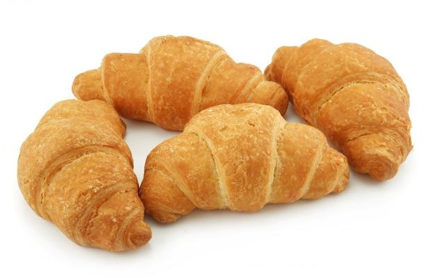 Groupe de croissants isolé sur blanc