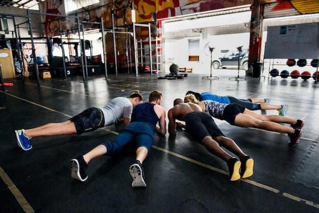 Groupe crossfit à la gym