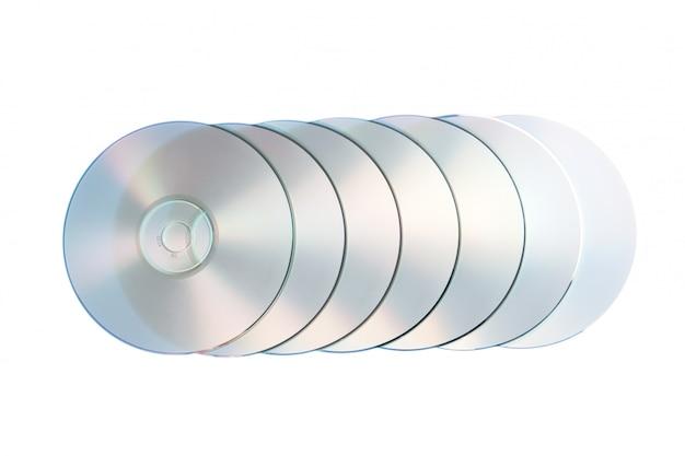 Groupe de disque optique compact closeup sur un mur blanc.