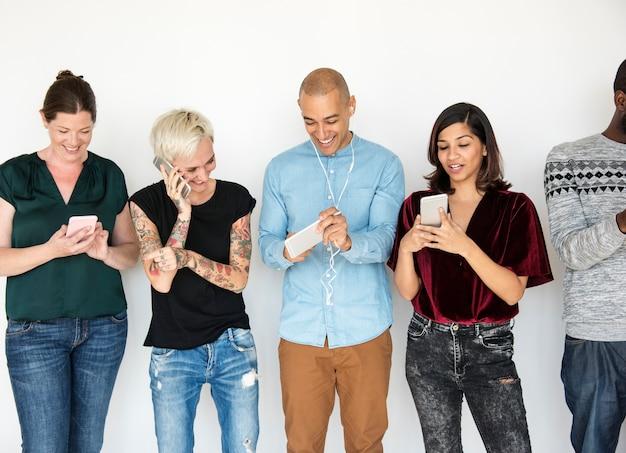 Groupe de diversité utilise la communication par téléphone mobile