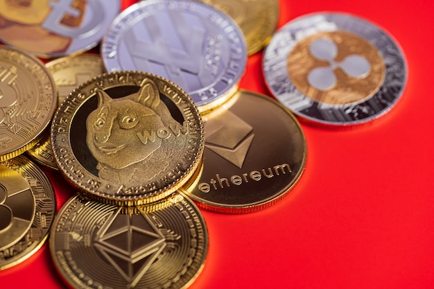Groupe dogecoin doge inclus avec bitcoin coin cryptocurrency, ethereum eth, ripple coin xrp, ethereum classic etc symbole