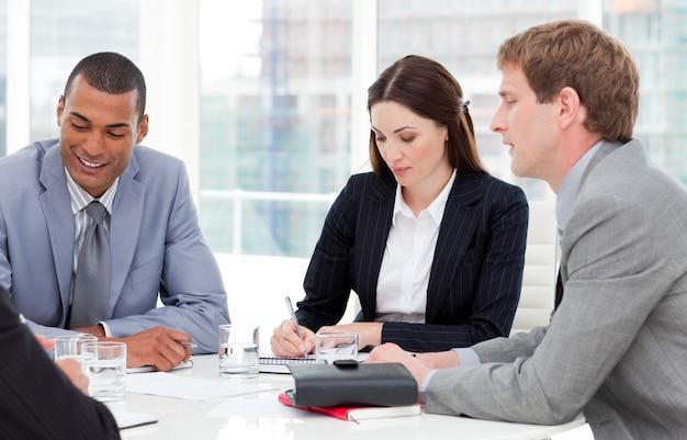 Groupe d'entreprises concentré ayant une réunion