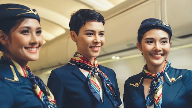 Groupe d'équipage de cabine ou hôtesse de l'air en avion