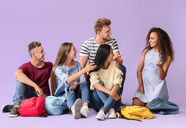 Groupe d'étudiants sur la couleur