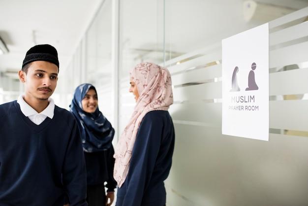 Un groupe d'étudiants musulmans