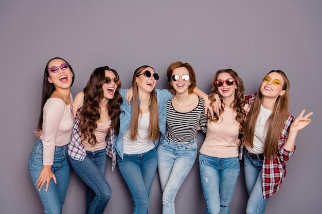 Groupe de femmes ensemble