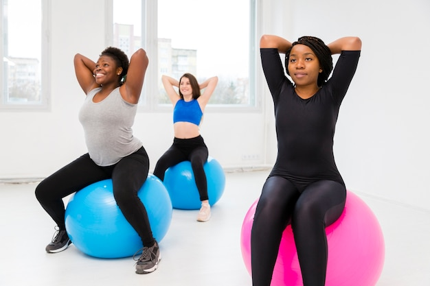 Groupe de femmes fitness exercice
