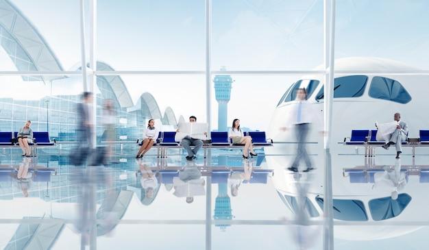 Groupe de gens d'affaires à l'aéroport
