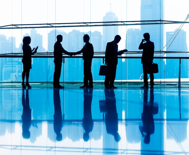 Groupe de gens d'affaires au bureau.