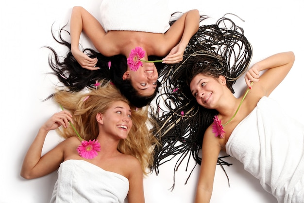 Groupe de jeunes et belles filles