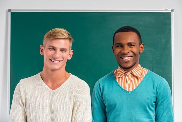 Groupe de jeunes, étudiants