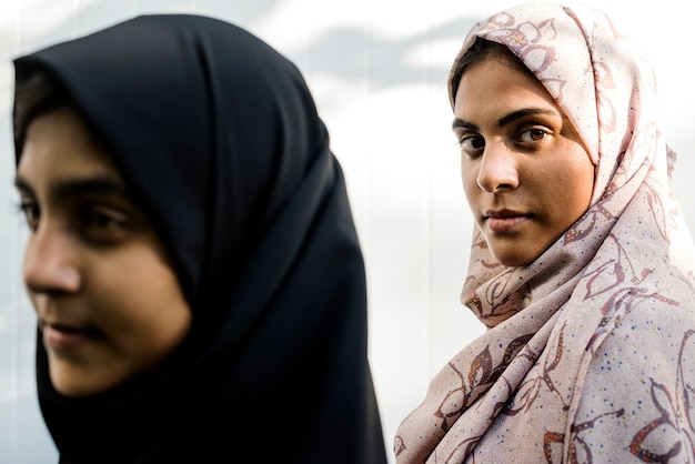 Un groupe de jeunes femmes musulmanes
