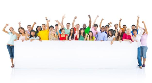 Groupe de joyeux étudiants divers