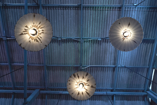 Groupe de lampes suspendues