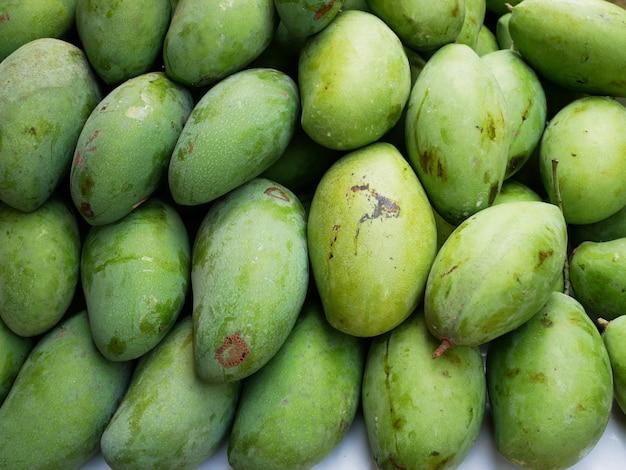 Groupe de mangue de fruits de mangues, fruits acides et riches en vitamine c pour une bonne santé