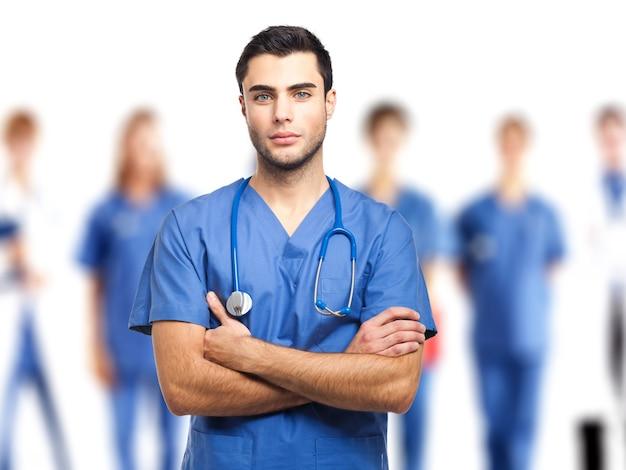 Groupe de médecins isolé sur blanc