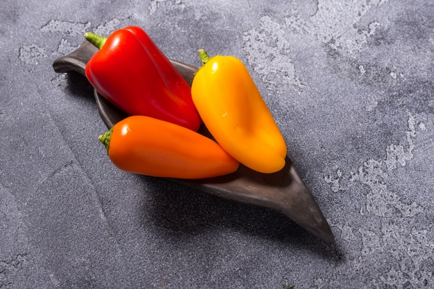 Groupe de mini paprica, rouge, jaune et orange