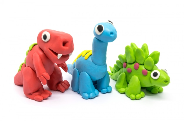 Groupe de pâte à jouer tyrannosaurus, brachiosaurus, stegosaurus on white