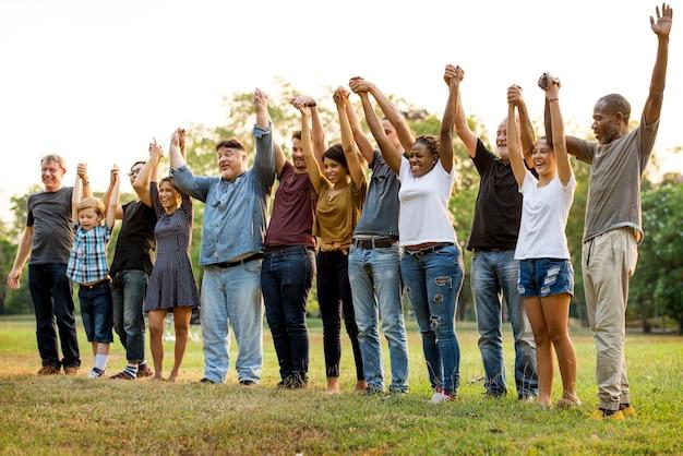 Groupe de personnes détenant l'unité de l'équipe de soutien à la main
