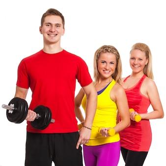 Groupe de personnes en vêtements de fitness