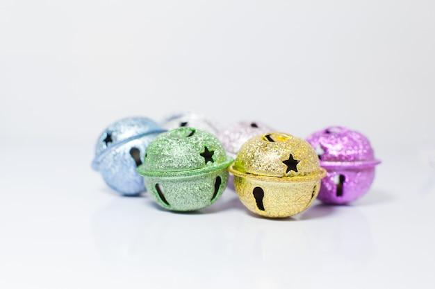 Groupe de petites cloches pour animaux de compagnie peints colorés pour les chats et les chiens