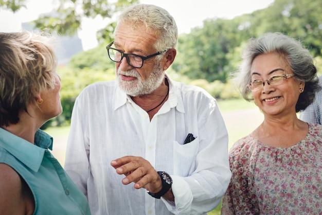 Groupe de la retraite senior amis concept de bonheur