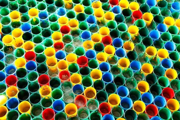 Groupe de vieux verre coloré