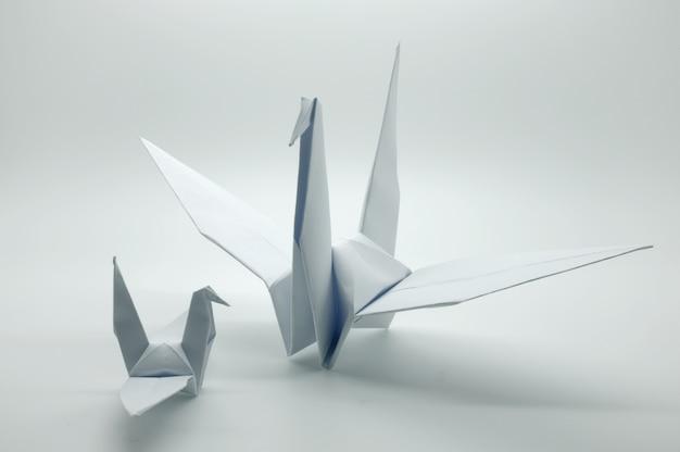 Grue origami blanc, oiseau, papier