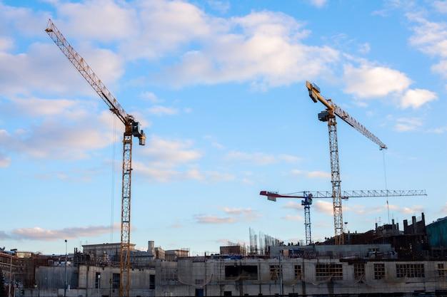 Grues de construction de grande taille
