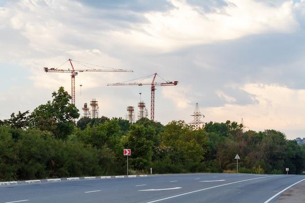 Grues de construction à l'horizon