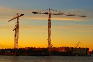 Grues, navalshipyard