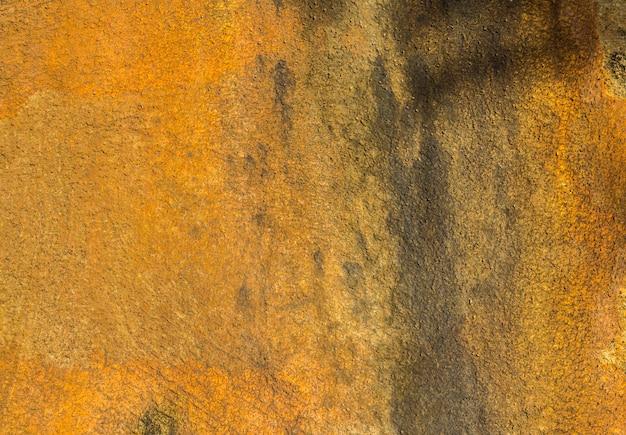 Grunge souillé de fond de mur de béton jaune