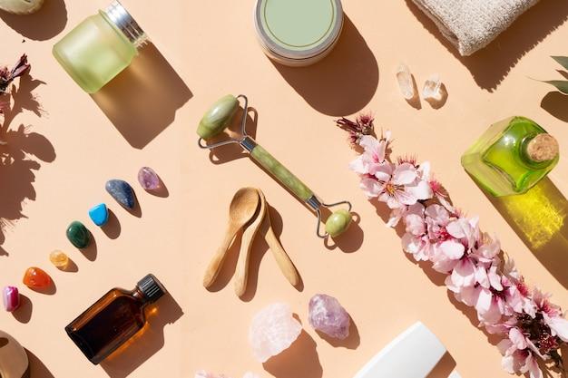 Gua sha, rouleau de jade de massage du visage en pierre naturelle et ensemble spa et beauté à domicile
