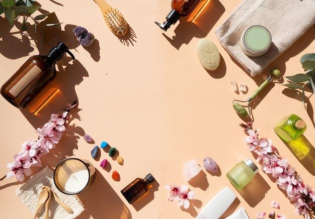 Gua sha, rouleau de jade de massage du visage en pierre naturelle et ensemble de spa à domicile, cadre avec espace de copie