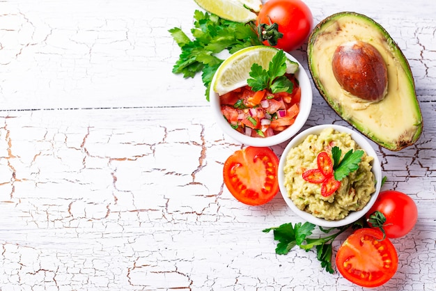 Guacamole et sauce tomate