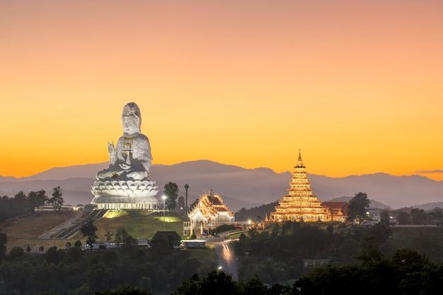 Guanyin: wat huay plakang 9 tier temple