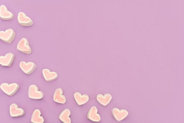 Guimauve rose sur fond