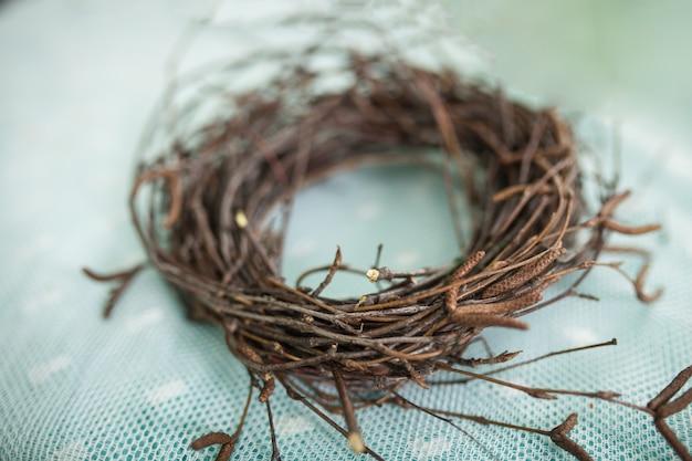 Guirlande de branches, nid pour oiseaux