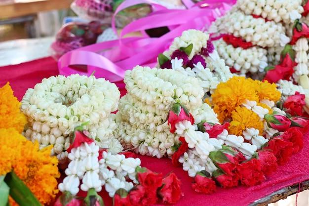 Guirlande de jasmin au marché