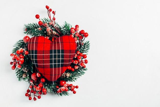Guirlande de noël décorative de brins de houx, de lierre, de gui, de cèdre et de leyland