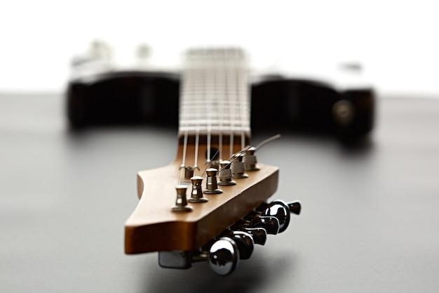 Guitare électrique, fosuc vue sur la tête, gros plan, personne