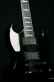 Guitare noire, de l'électronique