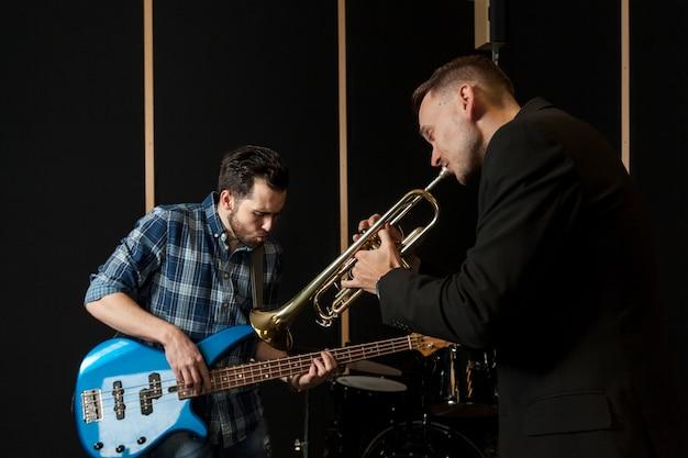 Guitariste et trompettiste performant