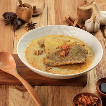 Gule kambing ou kari kambing jawa timur ou east java lamb curry menu délicieux pour l'aïd al adha